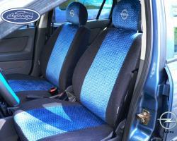 Хозяйка ярко-красного Opel Corsa заказала чехлы в минималистичном стиле. Для работы был выбран черный жаккард, по которому была пущена художественная строчка красной нитью. Швы чехлов также были продублированы красной строчкой, добавив салону автомобиля спортивный вид. Хозяйка обновила внешний вид салона Opel Corsa и осталась очень довольна новыми чехлами. В подарок к чехлам девушка получила варежку для удаления пыли с приборной панели. #danacompany #авточехлыдана #данаавточехлы #авточехлы #авточехлыизэкоко